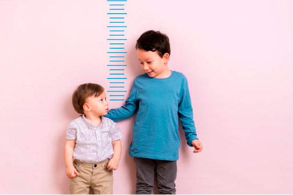 Baja estatura en niños causas